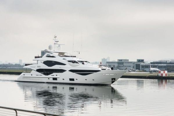 יאכטה Sunseeker Yacht 131