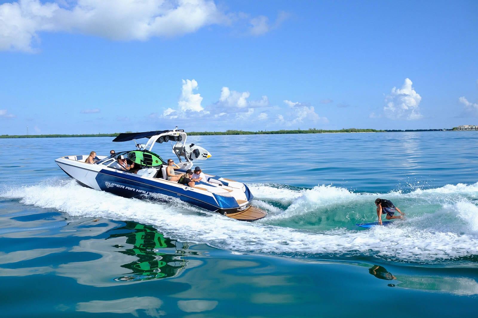 סירות סקי, וויקסרף, וויקבורד זוכות פרסים - Nautque Boats - מותגי סטרים יאכטות