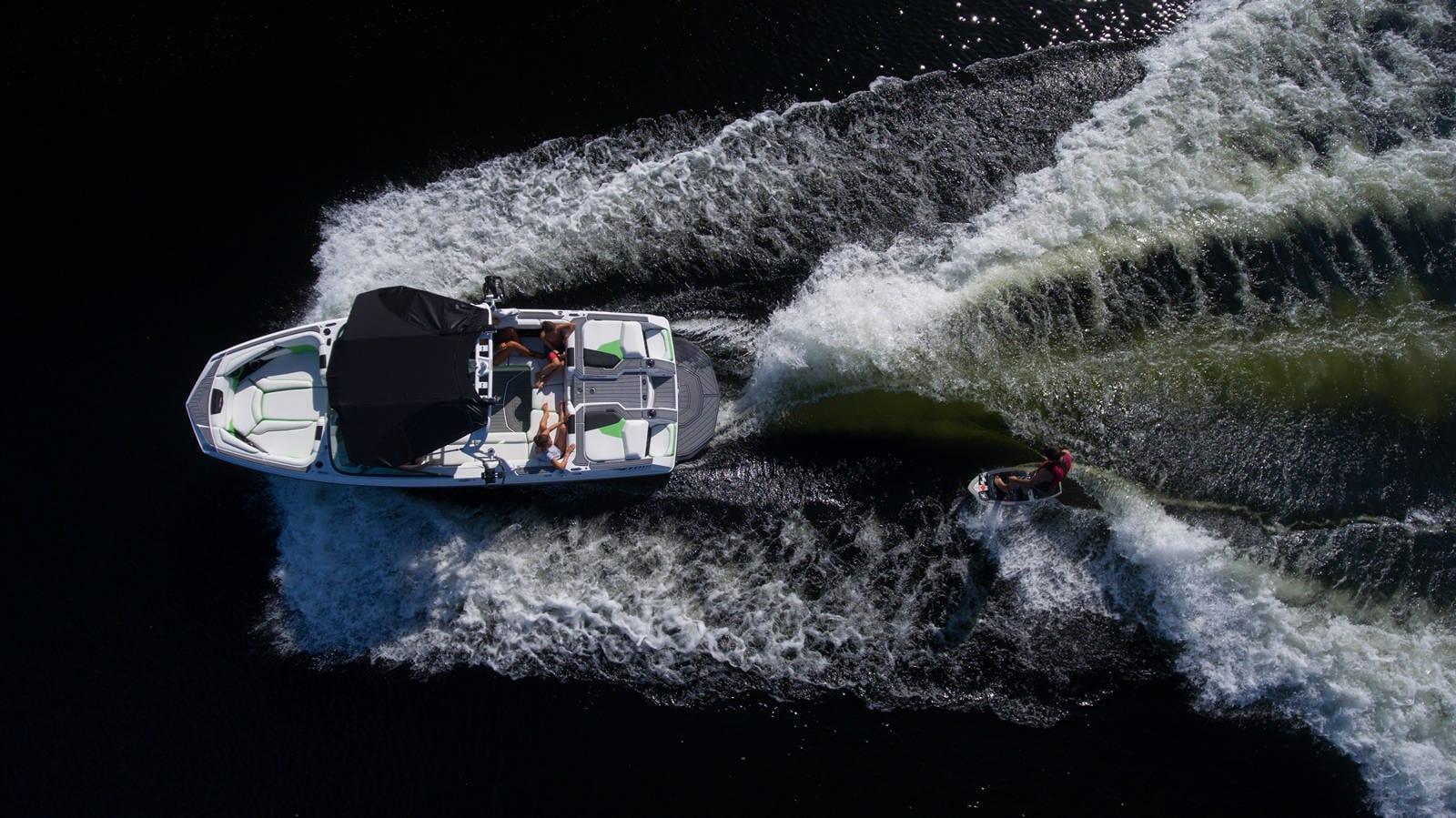 סירת ספורט וויקסרף וויקבורד וסקי NAUTIQUE GS22 - סירת ספורט וויקסרף וויקבורד וסקי NAUTIQUE GS22 - סטרים יאכטות