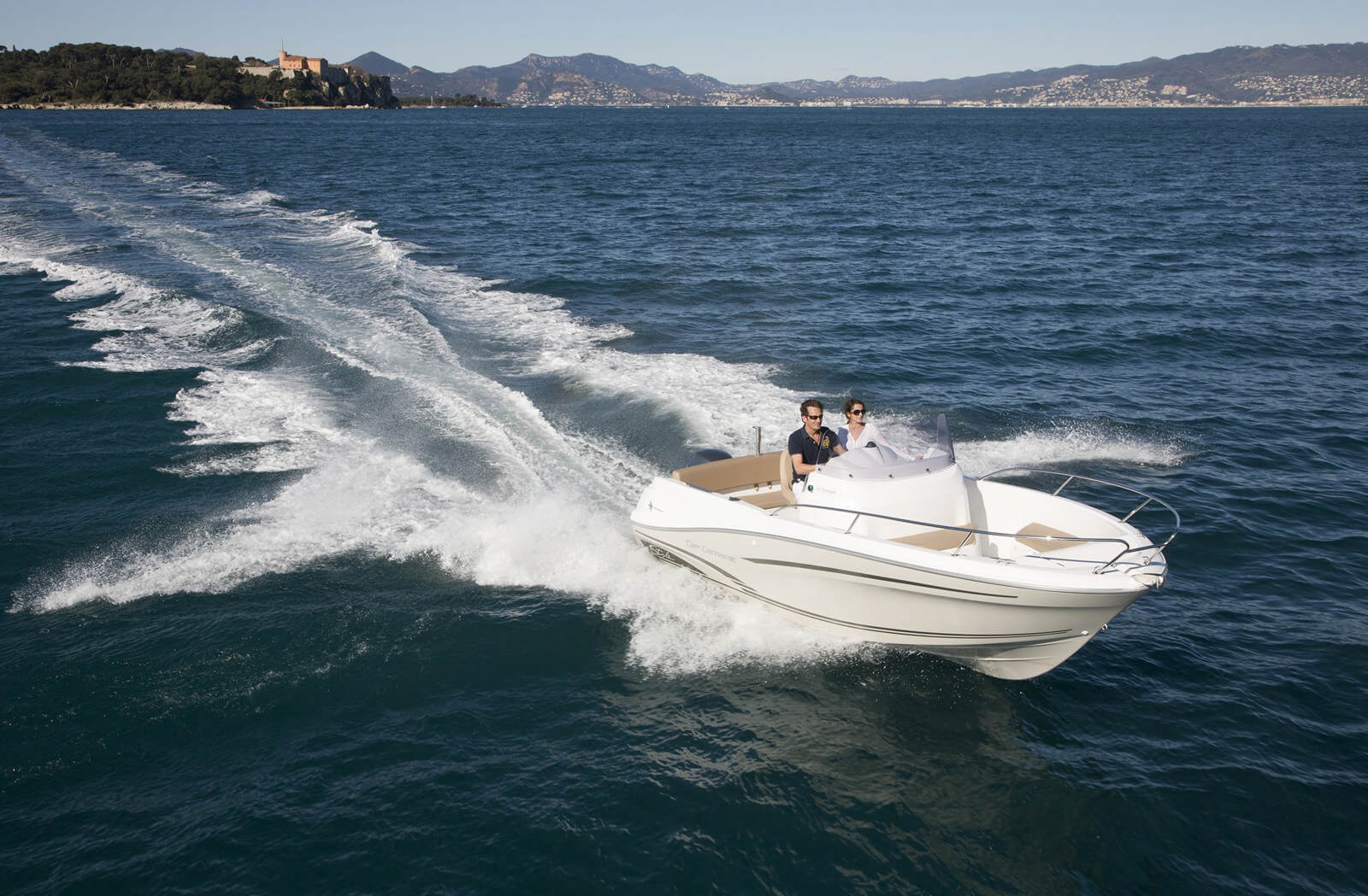 סירת מנוע Jeanneau Cap Camarat 6.5cc - סירה JEANNEAU CAP CAMARAT 6.5 CC יד שניה - סטרים יאכטות