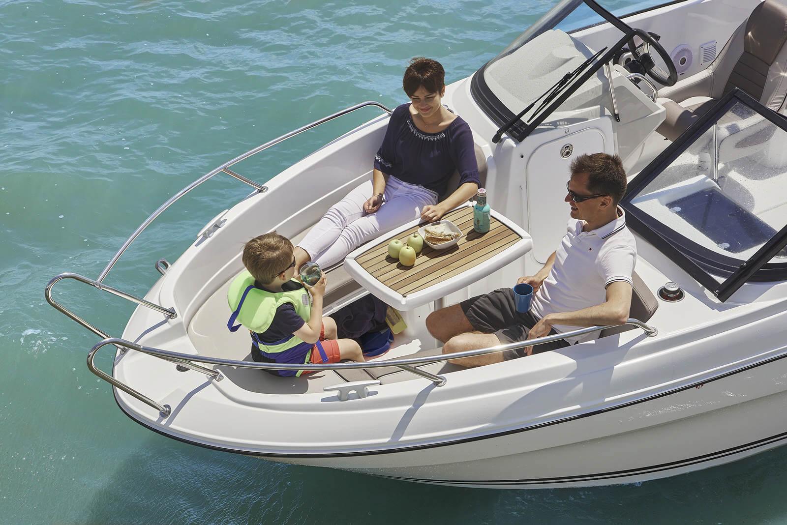 סירת מנוע JEANNEAU CAP CAMARAT 6.5BR - סירת מנוע JEANNEAU CAP CAMARAT 6.5BR - סטרים יאכטות