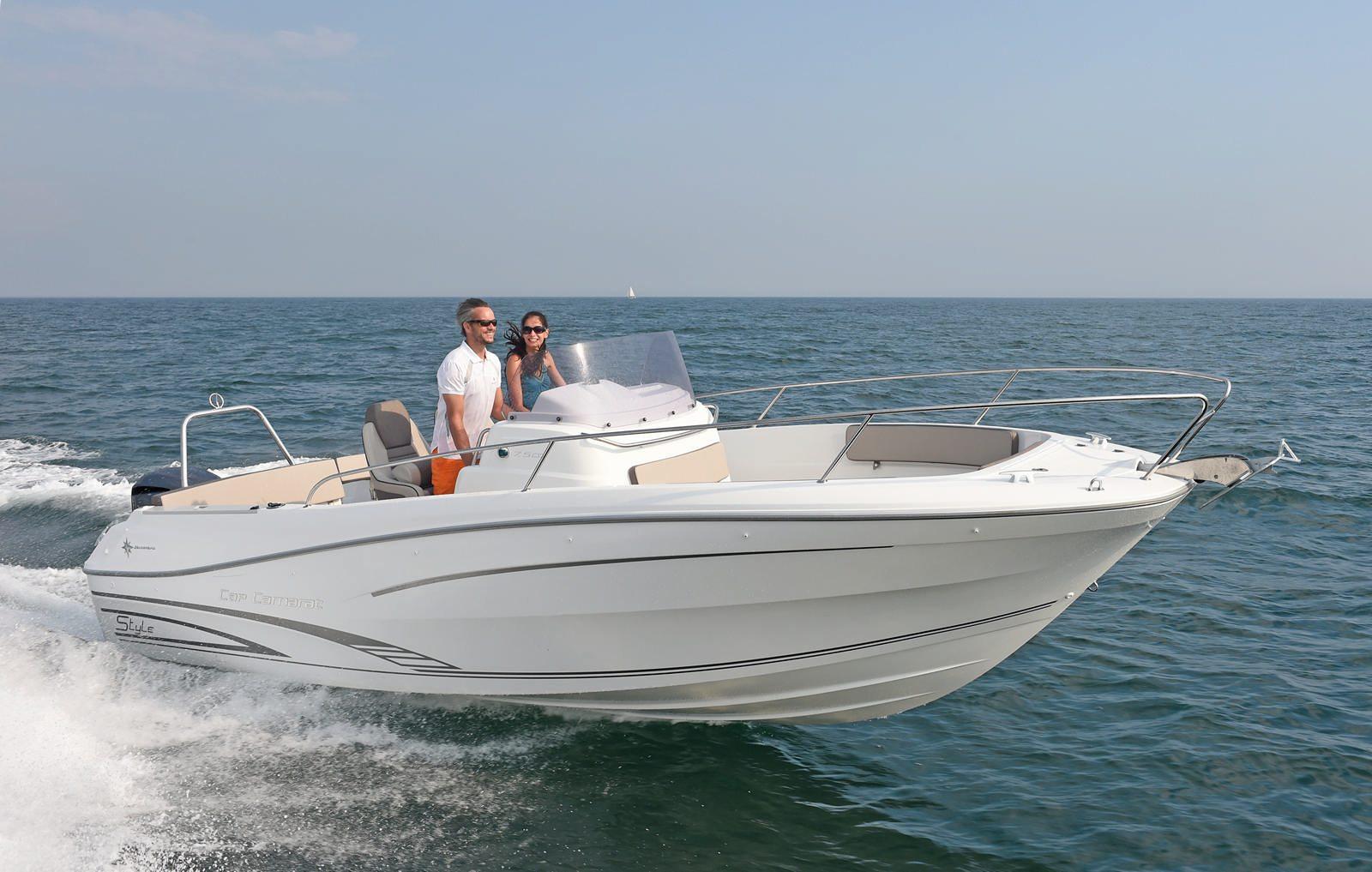סירת מנוע JEANNEAU CAP CAMARAT 7.5CC - סירת מנוע JEANNEAU CAP CAMARAT 7.5CC - סטרים יאכטות