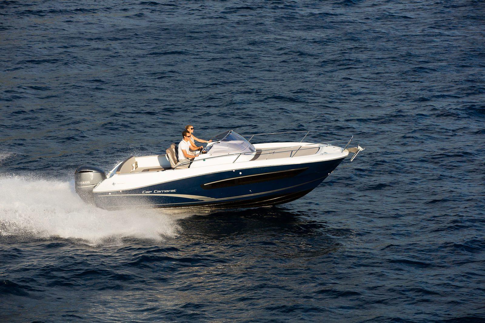 סירת מנוע JEANNEAU CAP CAMARAT 7.5WA - סירת מנוע JEANNEAU CAP CAMARAT 7.5WA - סטרים יאכטות
