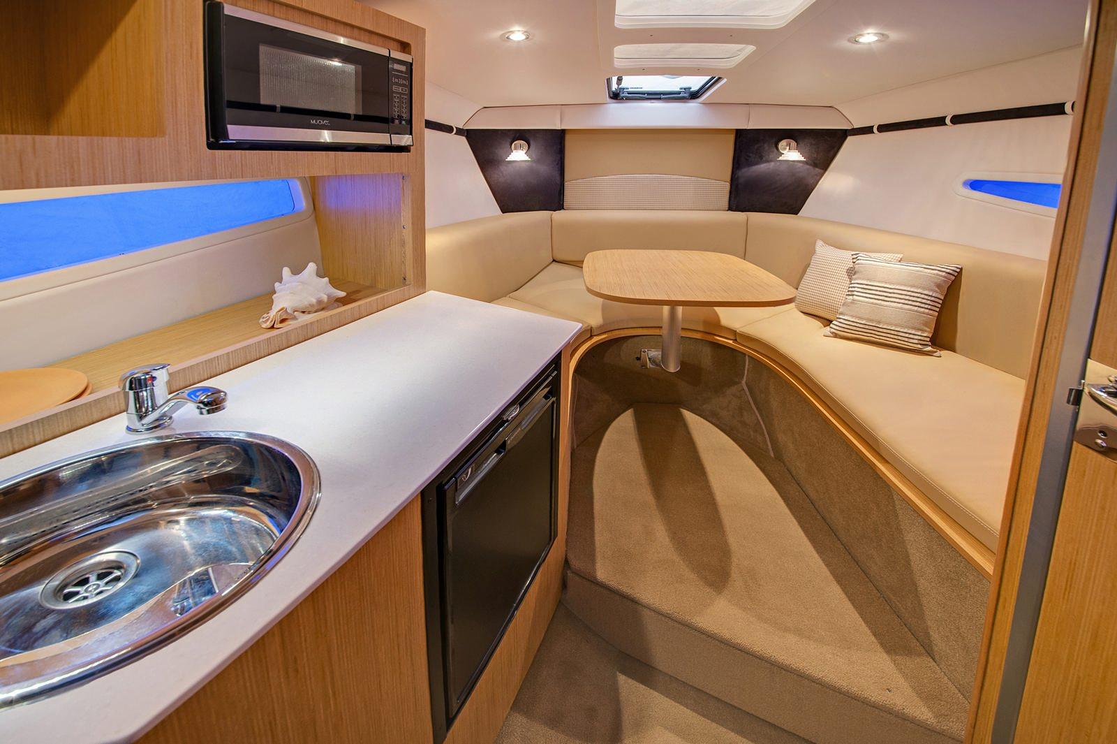 סירת ספורט Glastron 259 - סירת ספורט Glastron 259 - סטרים יאכטות