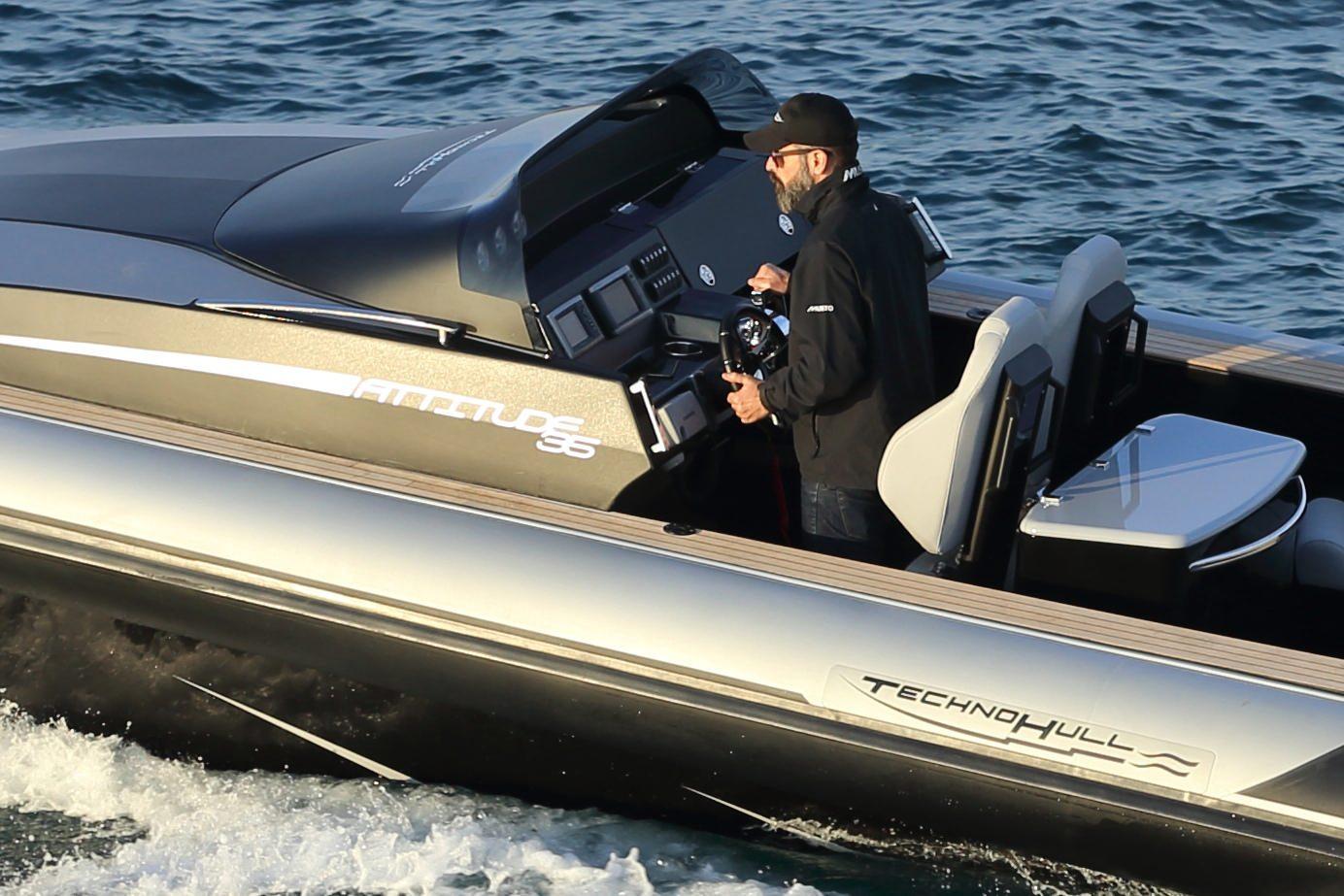 סירה חצי קשיחה TECHNOHULL ATTITUDE 35 -סטרים יאכטות - TECHNOHULL ATTITUDE 35 - Stream Yachts
