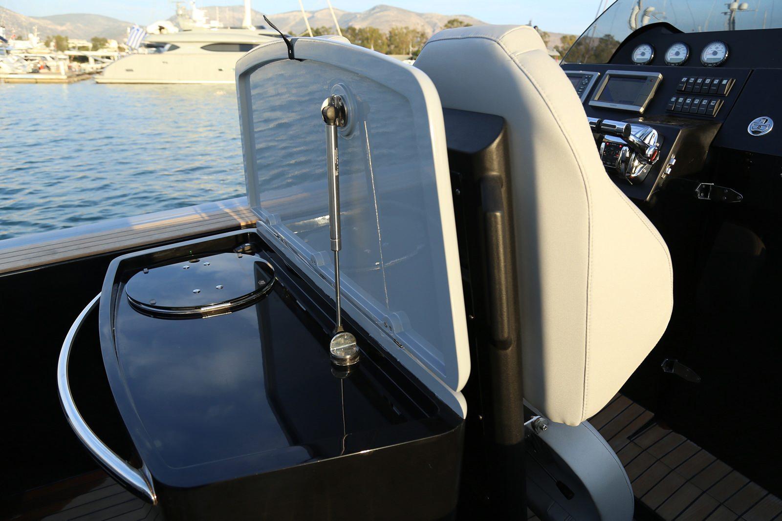 סירה חצי קשיחה TECHNOHULL ATTITUDE 35- סטרים יאכטות - TECHNOHULL ATTITUDE 35 - Stream Yachts