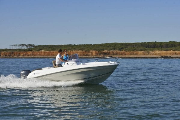 סירת מנוע Jeanneau Cap Camarat 5.5cc