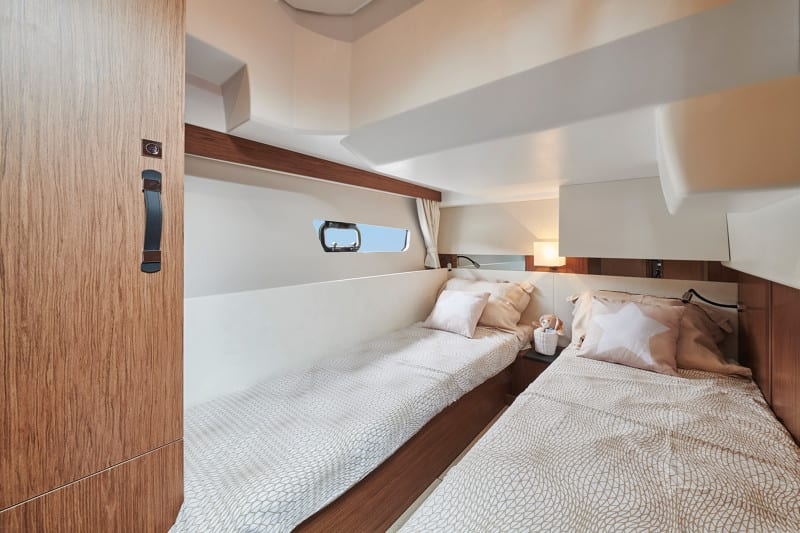 JEANNEAU MERRY FISHER 38 FLY - Stream Yachts