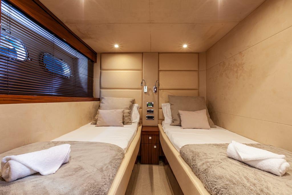 Sunseeker Manhattan 63 - Stream Yachts