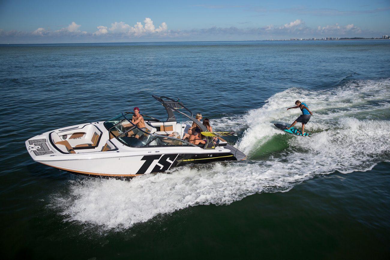 סירת מנוע (ספורט) Four Winns 242 - סטרים יאכטות